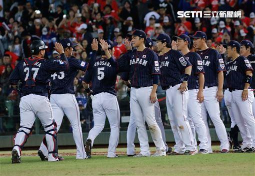 12強棒球賽,日本隊贏球賽後。(圖/記者林聖凱攝影)