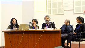 知名亞洲策展人在亞洲策展論壇對話印尼與印度的知名策展人7日在第2屆亞洲策展論壇上分享策展的經驗與想法,同時就一些尖銳及策展相關問題對話。中央社記者康世人新德里攝 108年11月7日