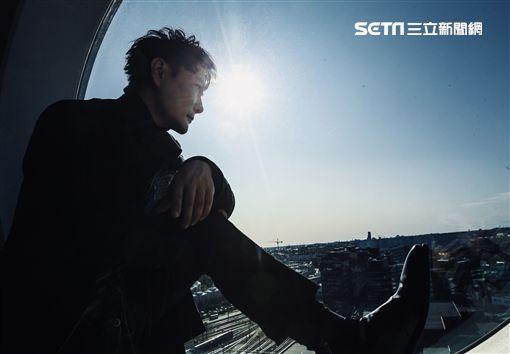 張信哲組隊與北歐製作人合體創作 量身定做打造《慢慢走》 照片提供:潮水音樂