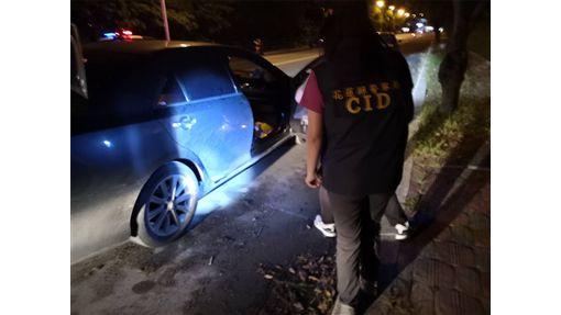 警方在車內搜證