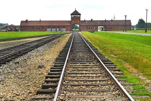 ▲奧茲維辛集中營是滅絕猶太人的屠殺現場(圖/shutterstock.com)