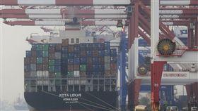 6月出口中止連7黑(2)財政部8日公布6月出口283.9億美元,創歷年同月最高,比去年同月微幅成長0.5%,中止連7個月負成長。中央社記者董俊志攝 108年7月8日