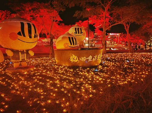 落葉秋楓染紅山頭 四重溪溫泉公園瀰漫浪漫日式風情
