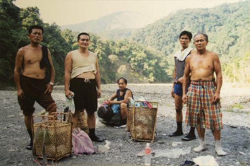 紀錄片翻越之後 為泰雅土地尋根記錄泰雅部落尋根故事的紀錄片「翻越之後」,敘述遍體鱗傷的傳統領域,因長期開挖的礦場,面臨生態與傳統文化流失的巨大危機等議題。(新聞局提供)中央社記者黃旭昇新北傳真 108年11月8日