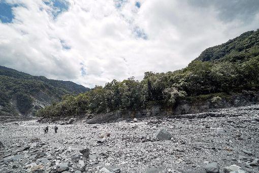 紀錄片翻越之後 環境走向泰雅尋根路(2)記錄泰雅部落尋根故事的紀錄片「翻越之後」,從短片發展成紀實長片,探究礦場土地開發所造成的破壞,並探討泰雅族人歷史和生態觀點。(市府提供)中央社記者黃旭昇新北傳真  108年11月8日