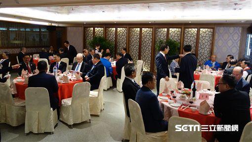 連戰特別設「英雄宴」,黨內巨頭紛紛缺席,韓國瑜連入座都沒有就告退。