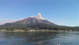 日本櫻島火山噴發(圖/翻攝自推特@omxiang)