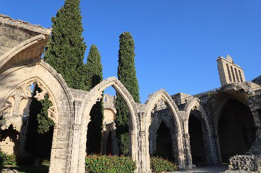 賽普勒斯島文明印記 貝拉派拜斯修道院東地中海賽普勒斯島擁有從新石器時代以來幾十個世紀的文明印記。圖為位在賽島北部建於13世紀的貝拉派拜斯修道院(Bellapais Abbey),8月21日攝。中央社記者何宏儒北賽普勒斯攝   108年11月9日