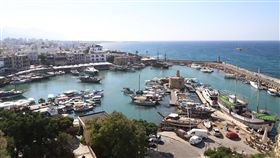 賽普勒斯島 基里尼亞港位處東地中海的賽普勒斯是繼西西里島、薩丁尼亞島之後的地中海第3大島。圖為位在賽島北部的基里尼亞港(Kyrenia Harbour),8月21日攝。中央社記者何宏儒北賽普勒斯攝   108年11月9日