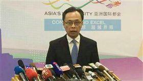 港府:區議會選舉若遇亂 港府已有延期預案香港政制及內地事務局長聶德權6日針對區議會選舉是否因意外而延期說,港府已預留延到12月1日投票的預案,最多不超過14天。若仍無法順利舉行,可由立法會提案暫停另訂日期。中央社記者邱國強北京攝 108年11月6日