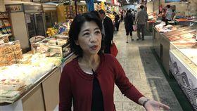 南門中繼市場13日開幕 陳佩琪採買衝人氣南門中繼市場將於13日正式開幕,台北市長柯文哲妻子陳佩琪(前)9日先到市場採買,盼提升買氣。中央社記者劉建邦攝 108年11月9日