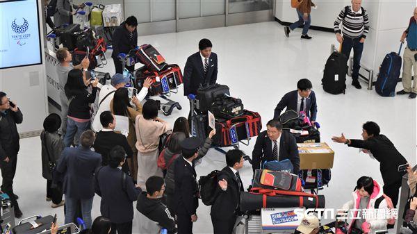 12強日本隊抵達成田機場。(圖/記者王怡翔攝影)