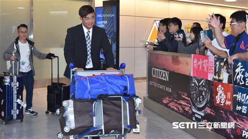 12強中華隊抵達成田機場。(圖/記者王怡翔攝影)