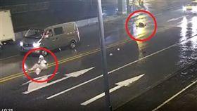 大陸/大學生情侶「馬路中央」吵架 女生痛到蹲下...下秒遭撞飛身亡!(圖/南方都市报)