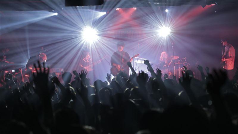 尚青系搖滾樂團登台開唱!獻這2首驚喜歌曲…嗨翻千名台粉