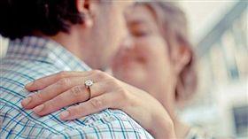 她PO網怨尪買「螞蟻」鑽戒 網傻眼:看過最悲傷的戒指(圖/翻攝自Pixabay)