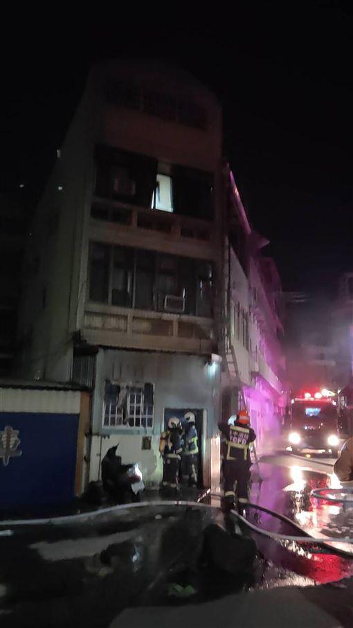 台中市凌晨外籍移工宿舍起火 14人嗆傷送醫