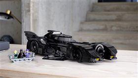 ▲LEGO發售的1989年經典蝙蝠車。(圖/翻攝網站)