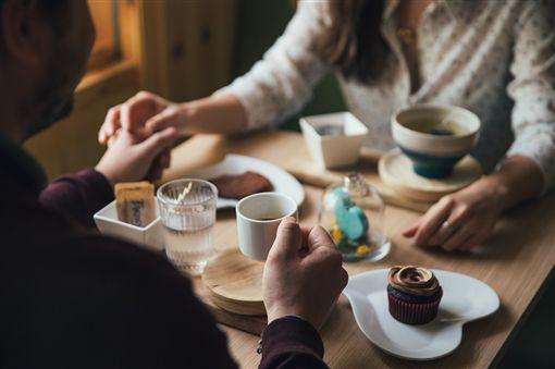 情侶,吃飯 (圖/翻攝自Pixabay)
