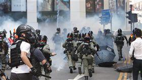 香港反送中三罷 警再施放催淚彈(2)11日下午1時30分左右,警方再度在畢打街釋放催淚彈。中央社記者張謙香港攝  108年11月11日