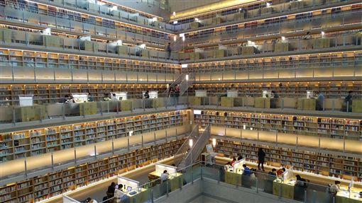 政大最美圖書館是毒蛇窟!生反應笑歪
