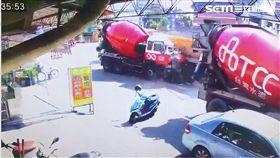 混凝土車對撞