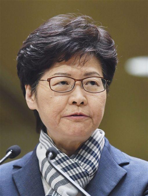 行政長官林鄭月娥11日晚間強硬指出,肆意破壞香港的「暴徒」是不會得逞的,一定爭取不到所謂的政治訴求。(共同社提供)