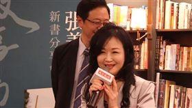 ▲張善政新書簽名會,邀請太太張琦雅當神秘嘉賓(圖/翻攝YouTube)