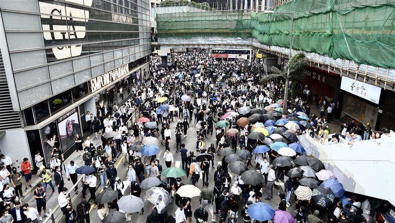 反送中/示威者在中環中大堵路 防暴警察清場