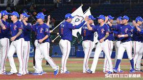 ▲世界棒球12強賽台灣中華隊韓國比賽球迷國旗。(圖/記者王怡翔攝影)