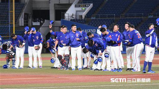 ▲12強中華隊7:0擊敗韓國,陳俊秀、彭政閔擊掌。(圖/記者王怡翔攝影)