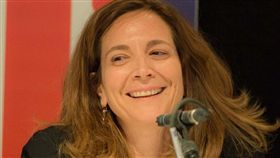來自黎巴嫩的哈拉夫將成為英國「金融時報」創刊131年來第一位女總編輯,她在金融時報任職超過20年,期間擔任副總編輯、外國編輯和中東議題編輯。(圖取自facebook.com/roula.khalaf.90)