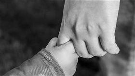 小孩,牽手,父母,變調(示意圖/翻攝自pixabay)
