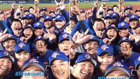 12強中華隊7:0擊敗韓國,中華隊選手在場中開心自拍 WBSC臉書