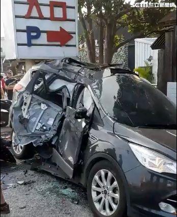 車禍 撞車全毀