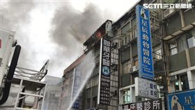 台北市松隆路公寓火警現場(翻攝畫面)