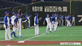 12強韓國隊東京巨蛋練球,監督金卿文。(圖/記者王怡翔攝影)