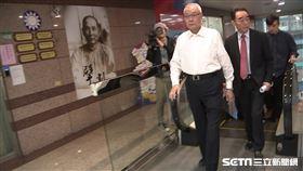 國民黨青壯派到中央黨部抗議,主席吳敦義現身