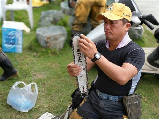 台灣山林因他而美!林管處招考「森林護管員」負重、騎打檔車