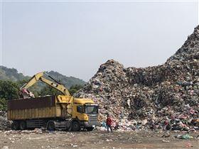南投縣,無焚化爐,垃圾山,環保署,增加外運量(圖/蔡培慧辦公室提供)中央社