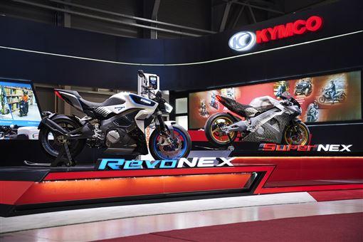 ▲KYMCO在2019年捷克新能源電動車展發表SuperNEX與RevoNEX。(圖/KYMCO)