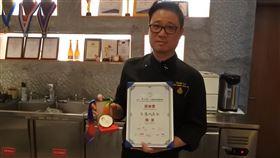 台灣主廚在上海  強調要有競爭力上海阿納迪酒店內的日本餐廳行政總廚劉恩成生長在高雄。他說,上海競爭壓力大,自己透過進修、比賽等保持競爭力,也增加被看到的機會。中央社記者張淑伶上海攝  108年11月14日