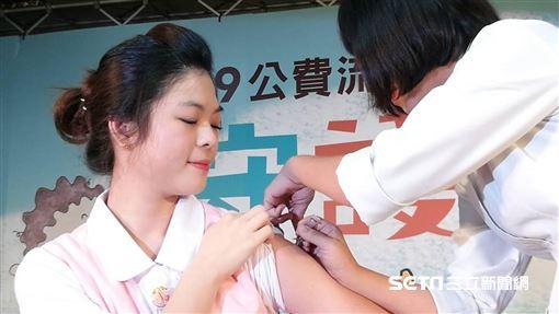 公費流感疫苗今(15)正式開打,第一階段接種對象為國小至高中學生及醫事人員。