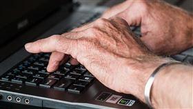 立法院會15日三讀通過中高齡者及高齡者就業促進法。(示意圖/圖取自Pixabay圖庫)