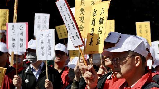 華映工會抗議(2)大同集團旗下面板廠中華映管工會15日到大同公司抗議,希望母公司大同集團能夠出面解決全體員工訴求。中央社記者張皓安攝 108年11月15日