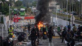 香港中文大學二號橋成為攻防主戰場11日迄今,香港中文大學二號橋成為警察與蒙面示威者攻防的主戰場。(中通社提供)中央社 108年11月15日