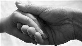 職業媽,疊字,禮儀師,手手(翻攝自爆怨公社)