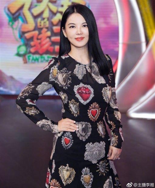 大陸知名女主持人、名嘴李湘/微博