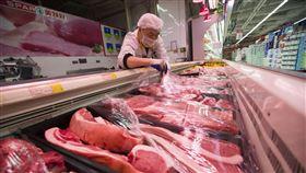 中國發改委穩肉價 發臨時補貼增供應中國豬價居高不下,連帶影響物價。中國發展和改革委員會新聞發言人孟瑋說,為了因應問題,發改委已提出5項因應措施緩和衝擊。(中新社提供)中央社 108年11月16日