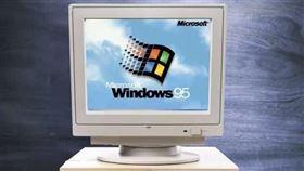 微軟windows95電腦。(圖/翻攝自爆廢公社)